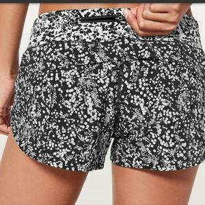 LULULEMON Speed Up Shorts, black/white, si…